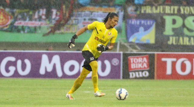 Kiper PSIS itu terlihat ikut berlatih bersama Semen Padang, Selasa (22/1) kemarin, ada apa?