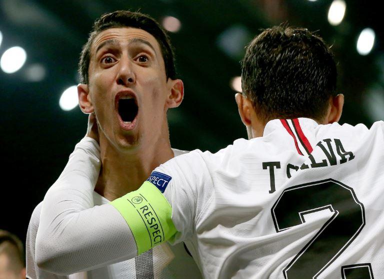 Angel Di Maria Terlihat Berteriak Ke Arah Suporter Saat Merayakan Gol Pertama Paris Saint-Germain.
