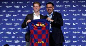 Frenkie De Jong dengan jersey Barcelona FC